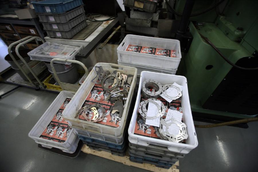 Na návštěvě v Goldfren - sklad destiček a kotoučů před vinálním balením