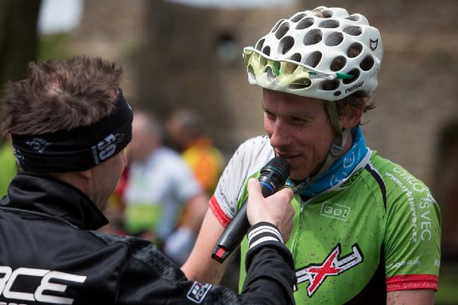 Se Šelou se pravidelně poměřuje i domácí biker a náš spolupracovník Tomáš Gladiš