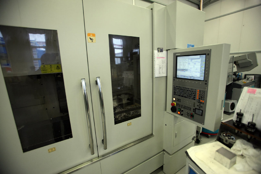 Na návštěvě v Goldfren - jeden z CNC strojů, kterých mají v Gold Frenu víc