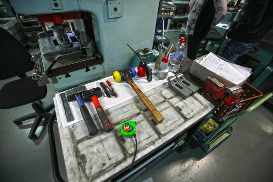Na návštěvě v Goldfren - lisovna kovových částí destiček