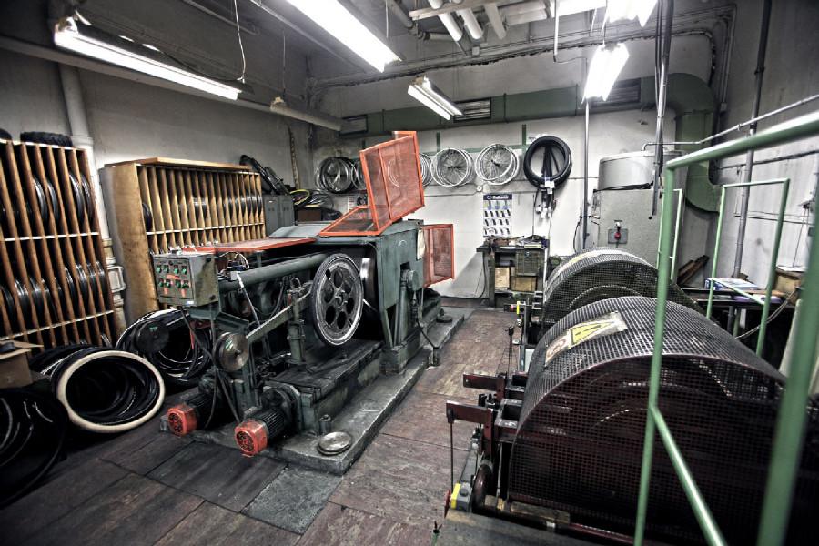 Na návštěvě v Rubeně - místnost strojního testování plášťů