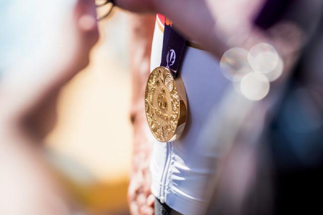 To je panečku kus medaile!
