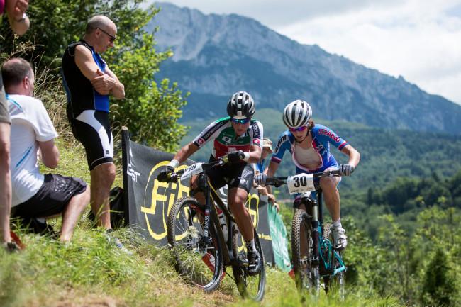 Mistrovství Evropy XCO 2015, Alpago - Jitka Škarnitzlová bojuje o pozici