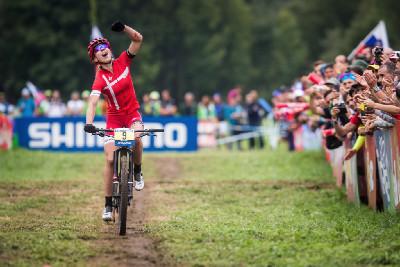 Annika Langvad vyhrává svůj první závod světového poháru
