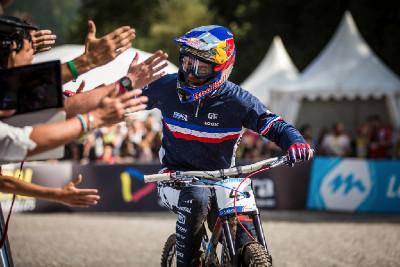 Loic Bruni slaví jistou medaili
