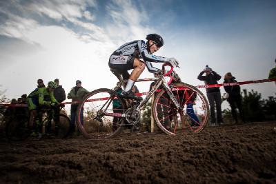 MČR cyklokros 2016: elitní závod si vyzkoušeli i vybraní junioři