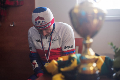 MČR cyklokros 2016: medaile hřeje na krku, topení na rukou a nohou