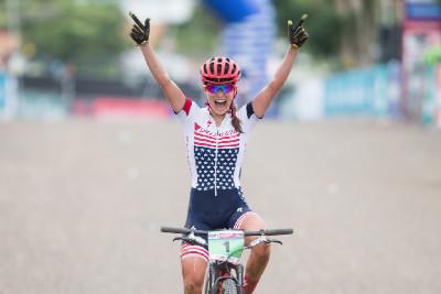 Americký usměv znamená vítězství Kate Courtney v kategorii do 23 let
