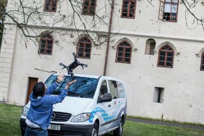 Dron týmu GoPro dolétal dřív než Peter přišel ze snídaně. Ale prořezávka je hotova.