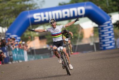 Nino Schurter vítězí