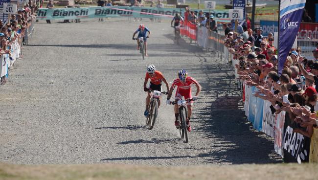 Jeden z mála sprintů na tomto šampionátu, favorit SImon Andreasen uhájil alespoň páté místo