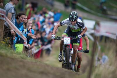 Ondřej Cink se snaží na Mont Ventoux odpárat Jaroslava Kulhavého