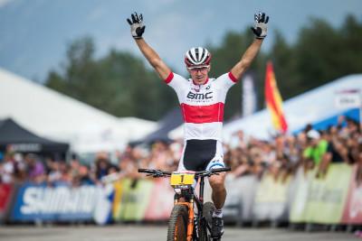 Julien Absalon vyhrává dvoustý závod světového poháru