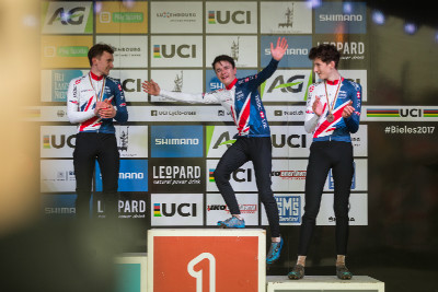 Dokonalý triumf britských juniorů (a nových dresů Kalas)