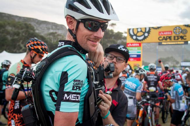 Thomas Dietsch byl jedním z bikerů s kamerou na elektrokole