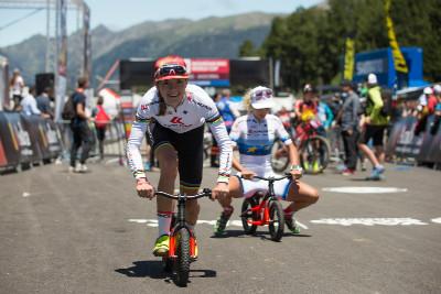 Maja Wloszczowská a Jolanda Neff zkouší nová kola
