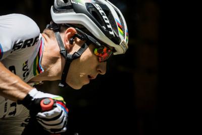 Nino Schurter trénuje s Oakley Radar Pace Camo