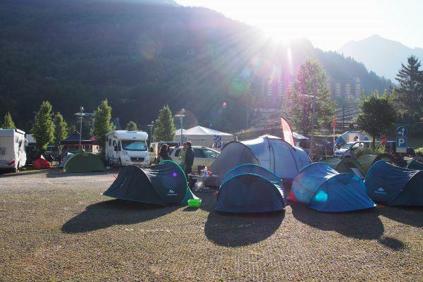 První base camp na parkovišti v Limone Piemonte