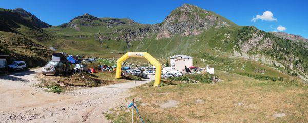 Vysokohorský basecamp u chaty Rifugio Selleries (2040 m)