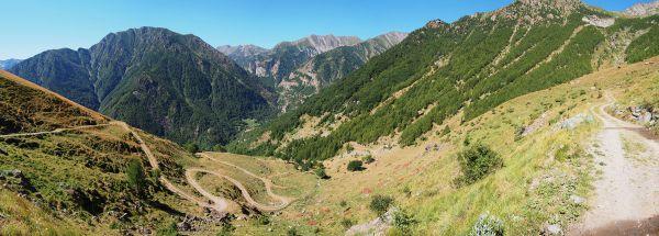 Pohled na část trati čtvrté etapy Bobbio Pellice–Pramollo