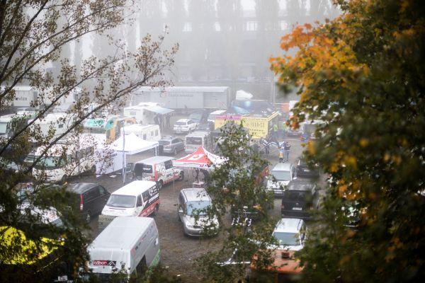Mlhavé cyklokrosové ráno ve Slaném