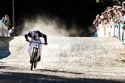 Loic Bruni sprintuje pro vítězství