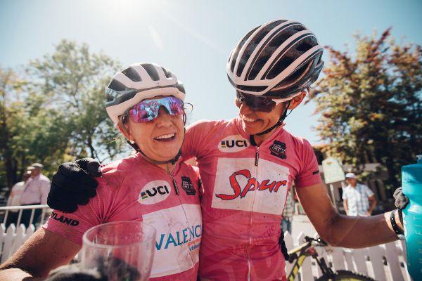 Vítězné objetí Amy a Ariane