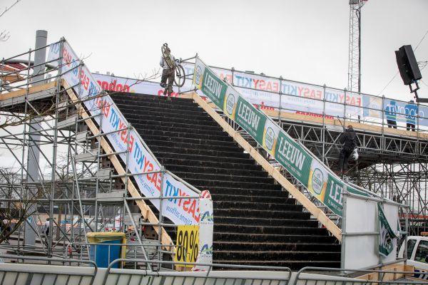 Drsný výběh schodů na vrcholu Caubergu