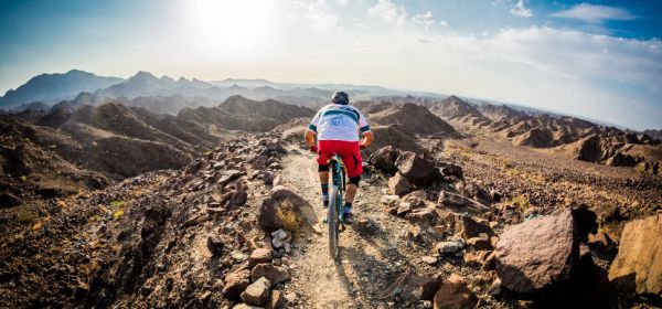 Nevypadá to zle, to bikování v Emirátech, co říkáte....