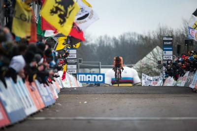 Zklamaný Mathieu van der Poel dojíždí třetí