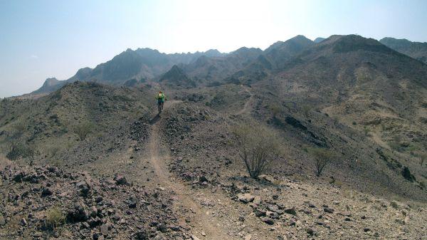 Traily v Hatta MTB Trail Centre příliš stínu nanabízí...