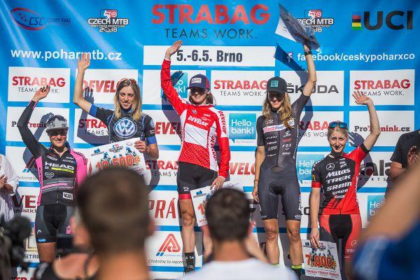 Vítězná pětice žen: Škarnitzlová, Miskowicz, Štěpánová, Czeczinkarová, Průdková