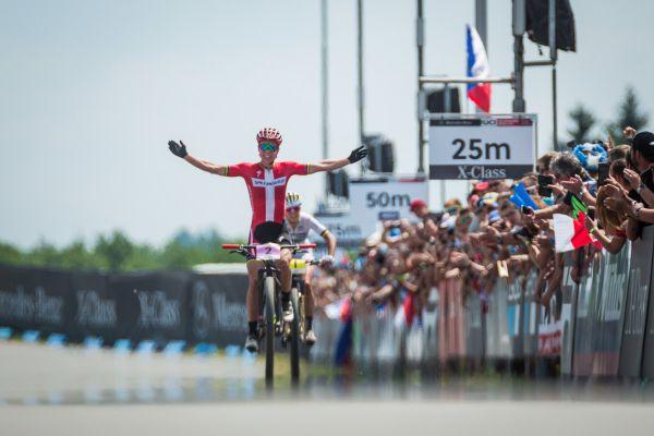 Annika Langvad si vychutnává vítězství