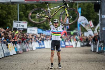 Nino Schurter znovu vítězí