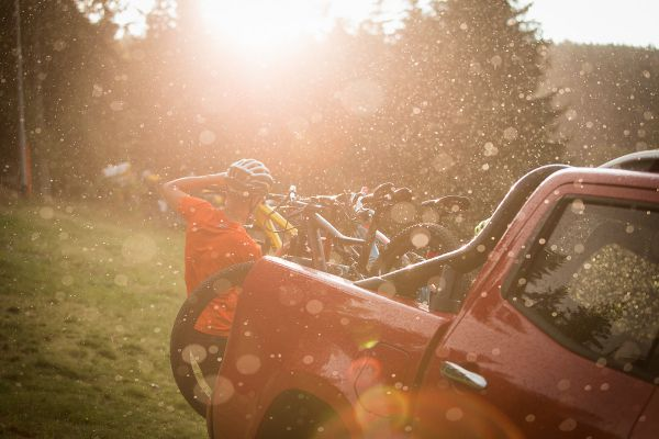 Z trailů na Zadově nás vyhnal až déšť. Mokrá sjezdovka, to bylo něco pro X-Class