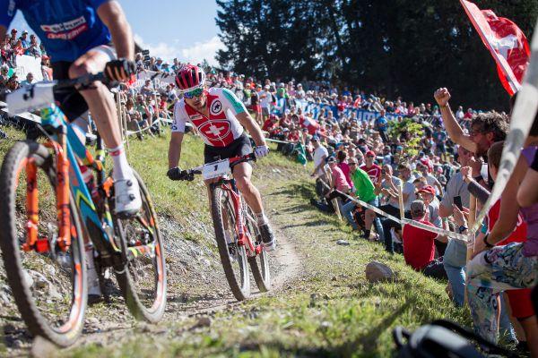 Nino bedlivě sledoval zadní kolo Gerharda
