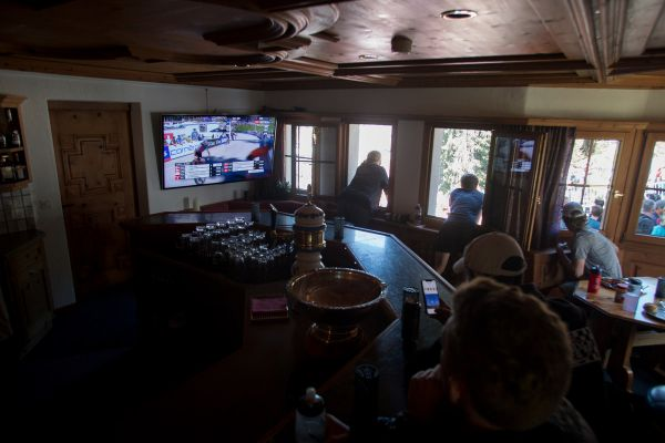 Američané bydleli přímo u trati, dění sledovali v TV a fandili z okna