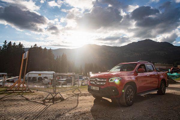 Velký dík patří našemu červenému pomocníkovi Mercedesu X-Class