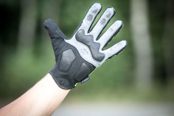 Gelové výplně na rukavicích Force