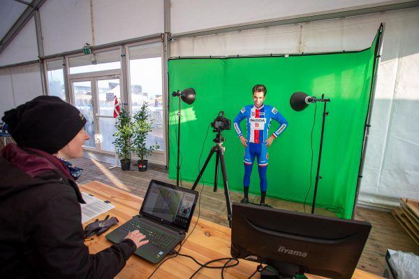 Jakub Ťoupalík při focení do televize