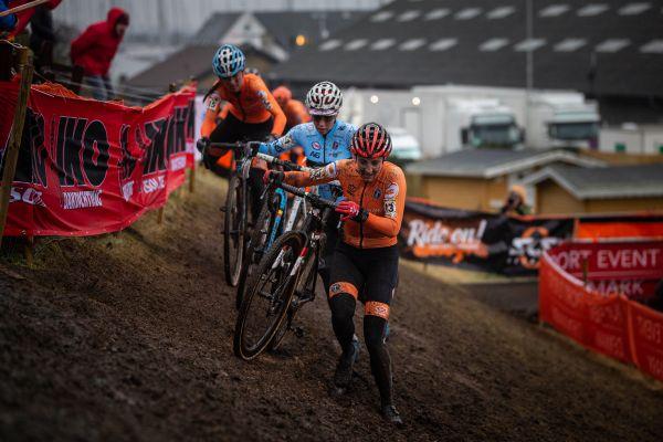 Sanne Cant mezi holandskou přesilou