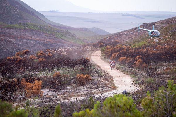 Cape Epic 2019 - Kristián a Petter vedou skupinku pronásledovatelů