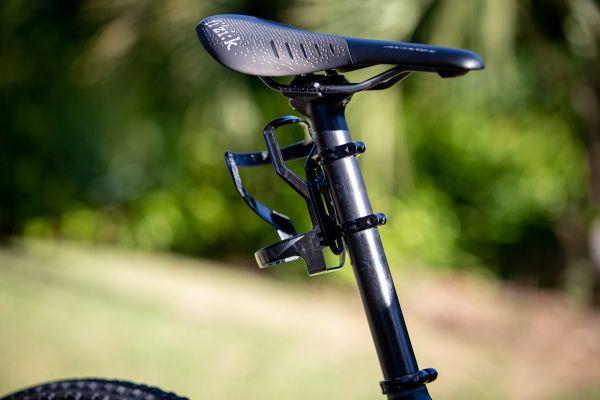 Cape Epic 2019 - jednou za zajímavostí kola Ondry Cinka je např. držák na bidon na sedlovce