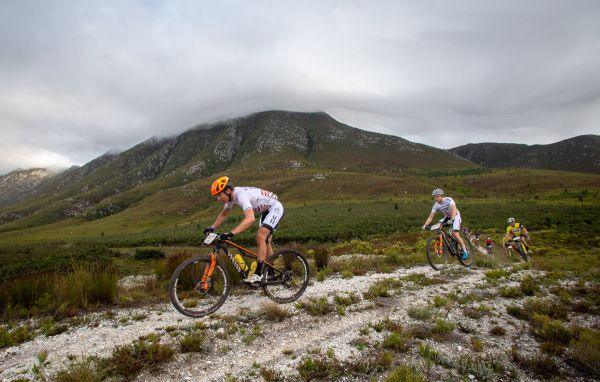 Cape Epic 2019 - Kristián Hynek a Petter Fagerhaug na čele