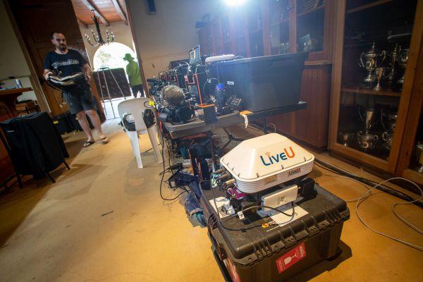 Cape Epic 2019 - ta bílá krabička přenáší TV signál z vrtulníku
