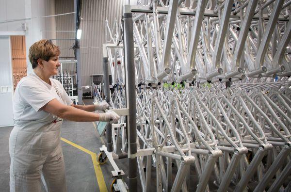Kross - hliníkové rámy se musí před lakovnou důkladně očistit