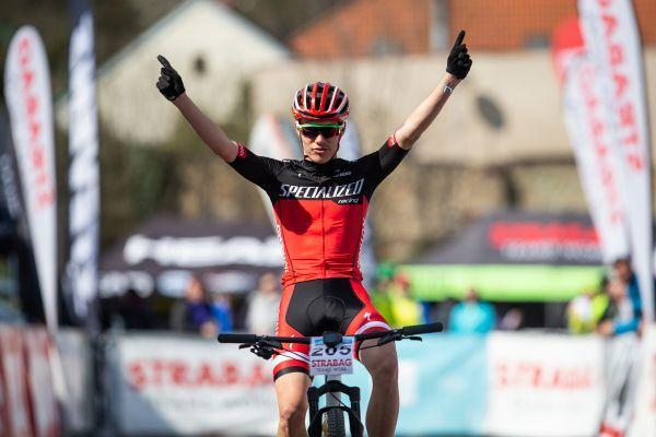 Jan Zatloukal vyhrává závod juniorů