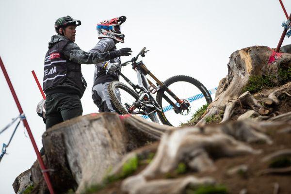 Minnaar a Peaty konzultují nejrychlejší stopu