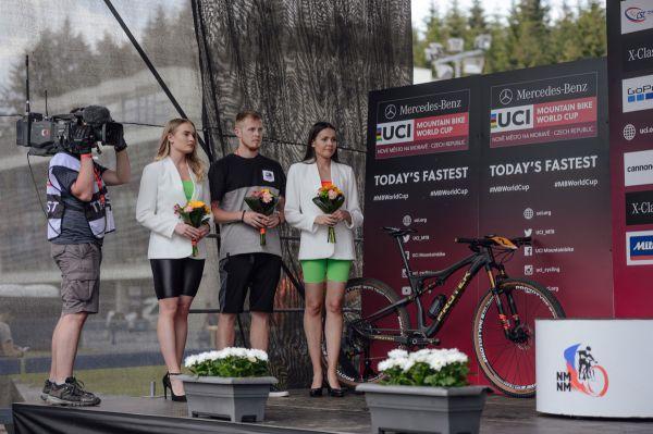 Genderově téměř vyvážené hostesky - požadavek UCI!!!