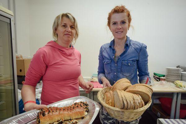 Eva s Radkou se staraly o přísun jídla!